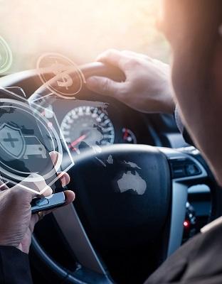 ¿Qué uso hacen los españoles del móvil al volante?